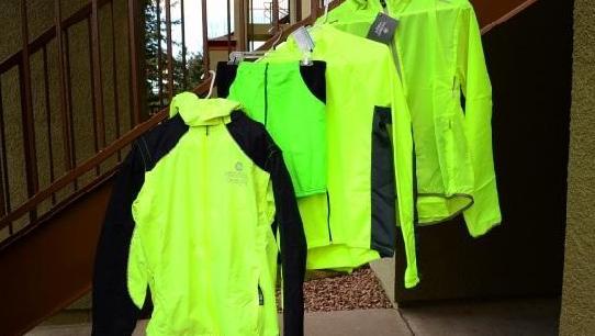 A fényvisszaverő ruházat nincs hatással az előzéskor tartott oldaltávolságra