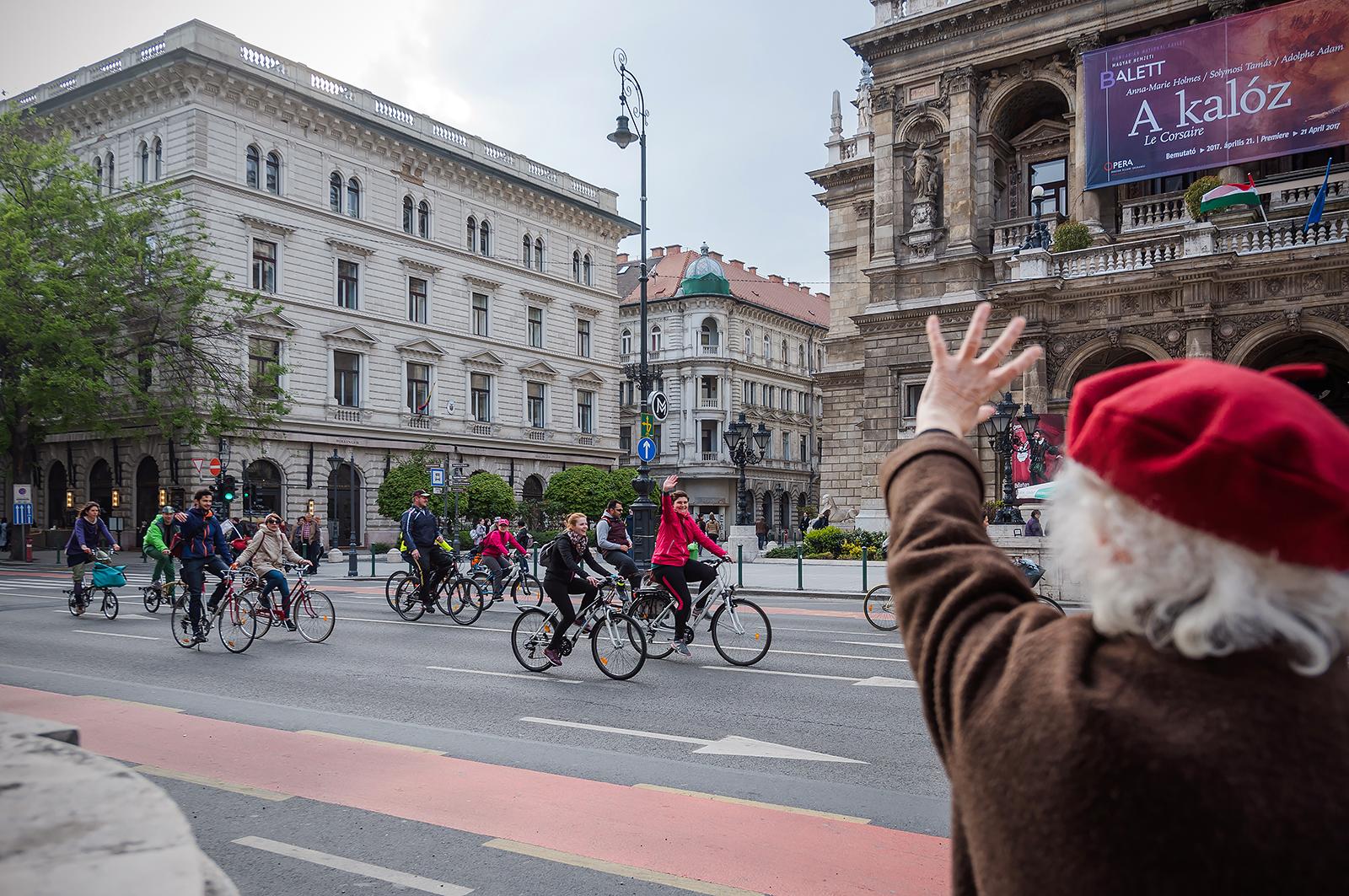 Tíz ok, ami miatt a legbringaellenesebbek is örülhetnek a bringás fejlesztéseknek