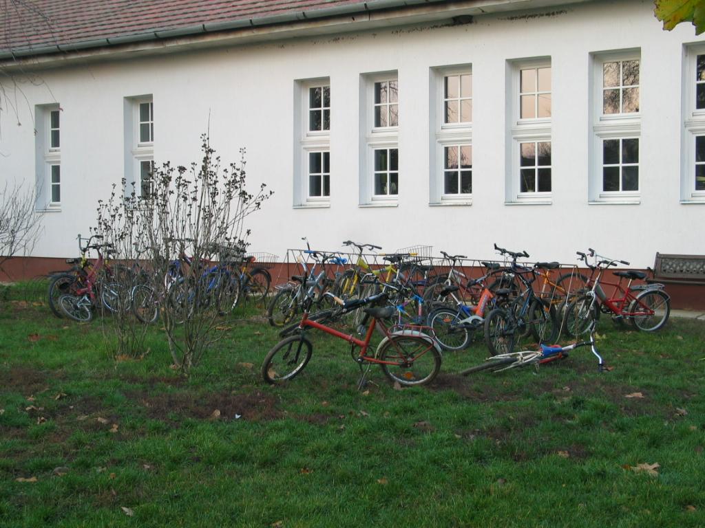 Adományokat várunk! Segíts most te is, hogy kerékpárparkolót kapjanak az általános iskolások karácsonyra