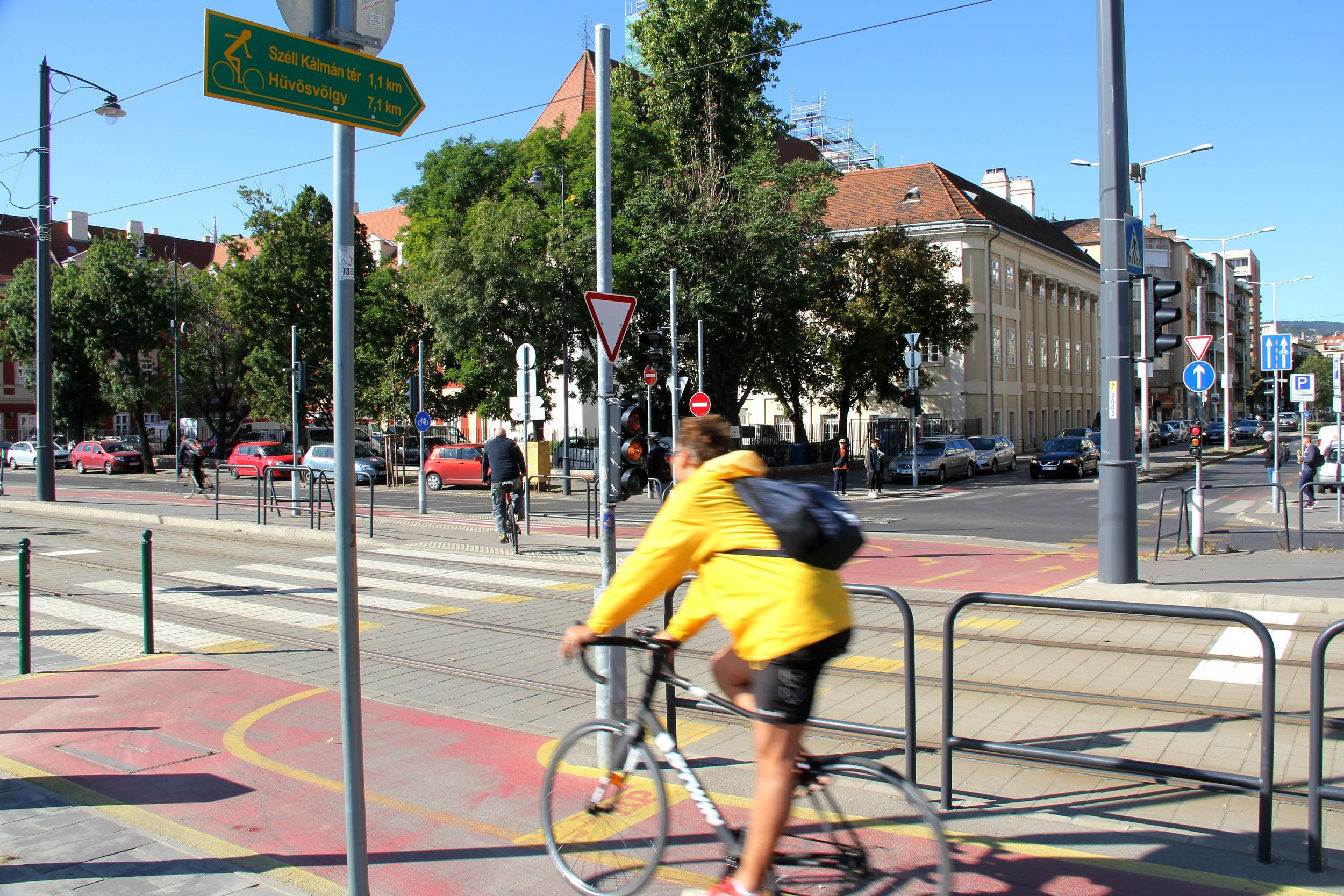 Átalakítanánk a Batthyány téri derékszögű kerékpáros átkelőt