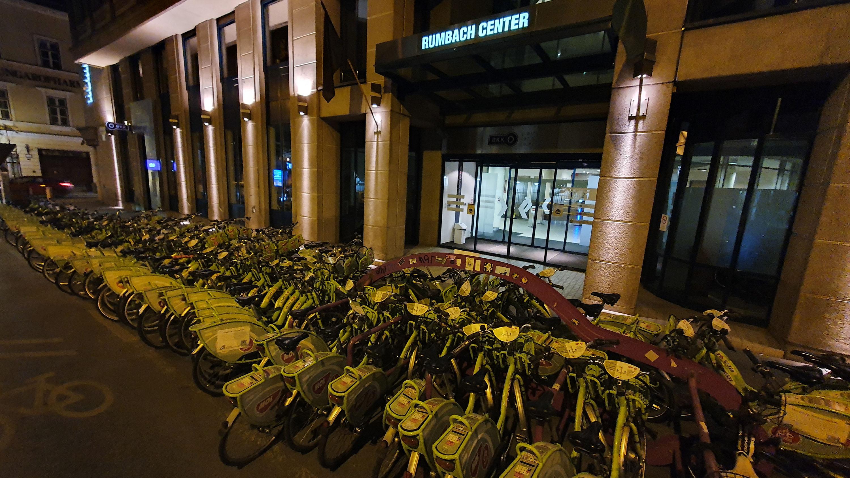 Több mint 80 biciklivel tiltakoztunk a Bubi bezárása ellen a BKK székházánál