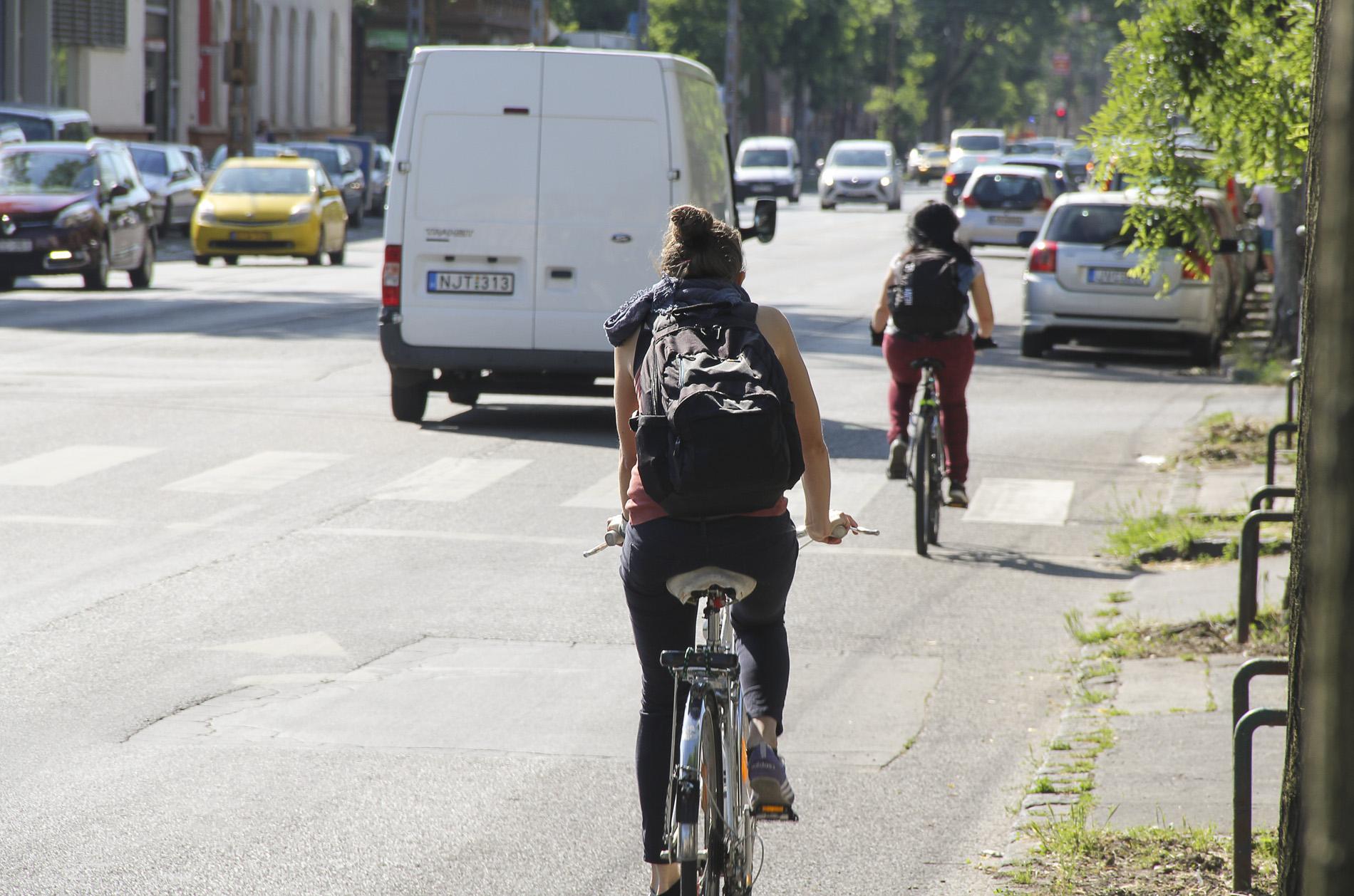Egy új kutatás szerint a kerékpározók nem tartják fel az autóvezetőket