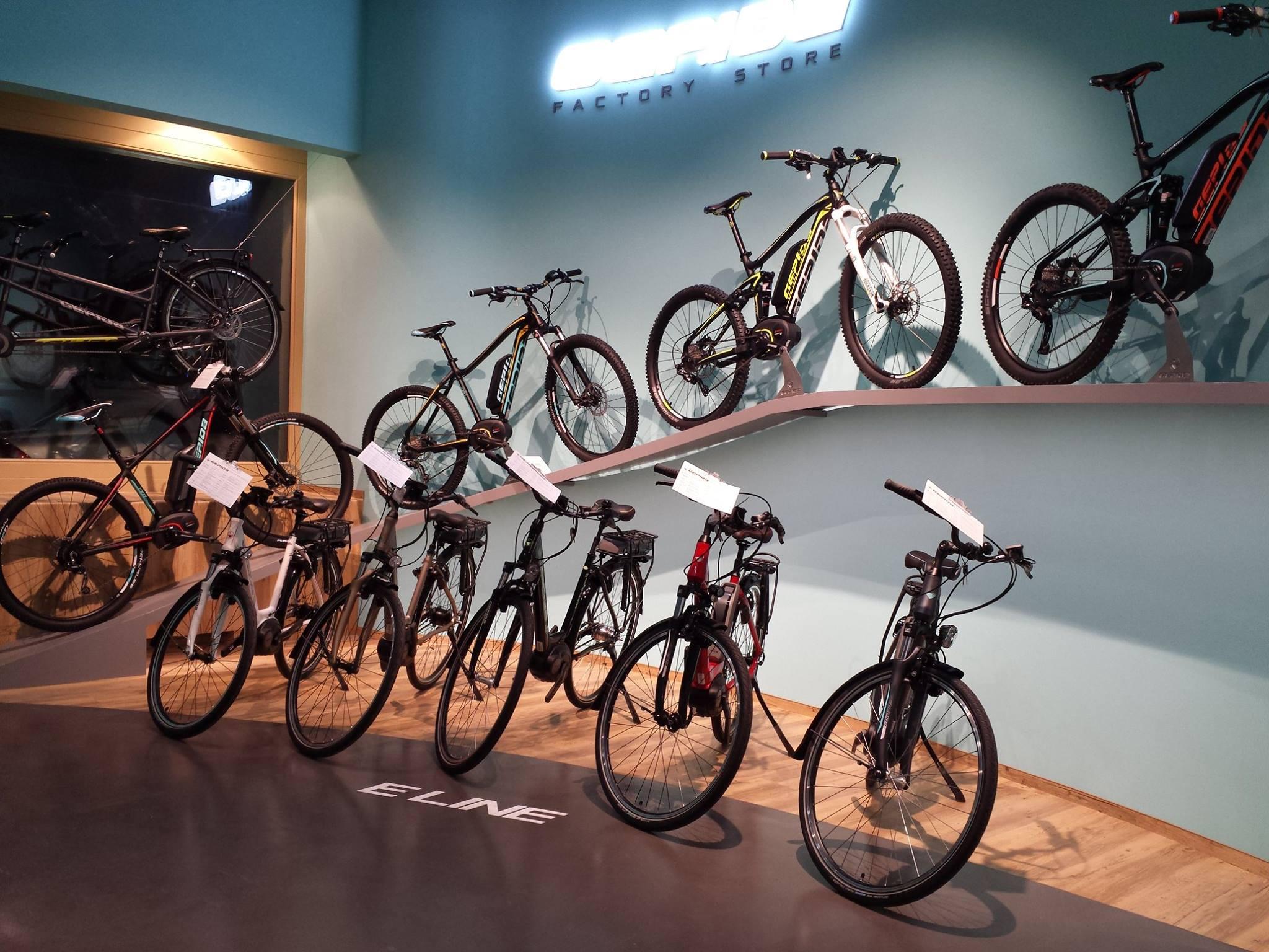 Az Európai Parlament szerint sem kell kötelező biztosítás az elektromos rásegítéses bringákra