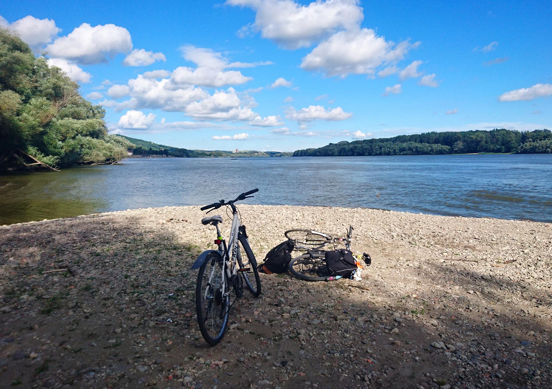 Dunakanyartól Budapestig bringán – tökéletes hétvégi kiruccanás, kisebb döccenőkkel