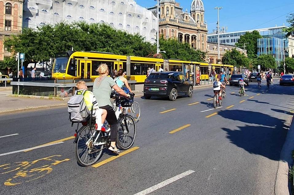 Így lett kerékpársáv a Nagykörúton és más fontos főútvonalakon