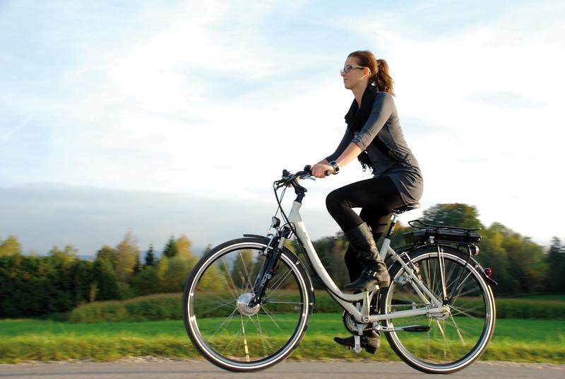 Elektromos autók és robogók mellett kerékpárok vásárlását is támogassa az állam!