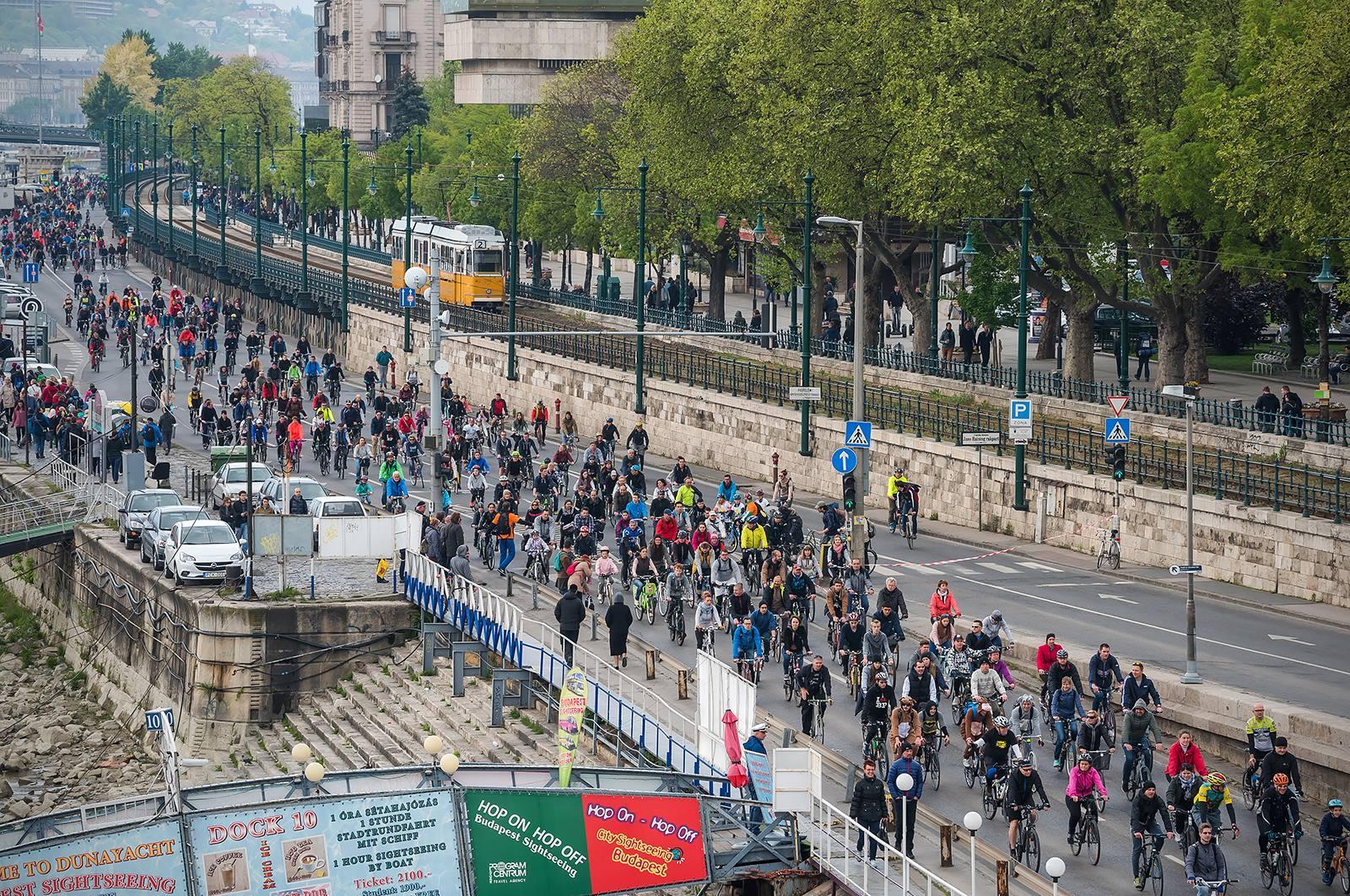 Kerékpározással a légszennyezés ellen – levél az EU-biztosnak és 9 ország miniszterének