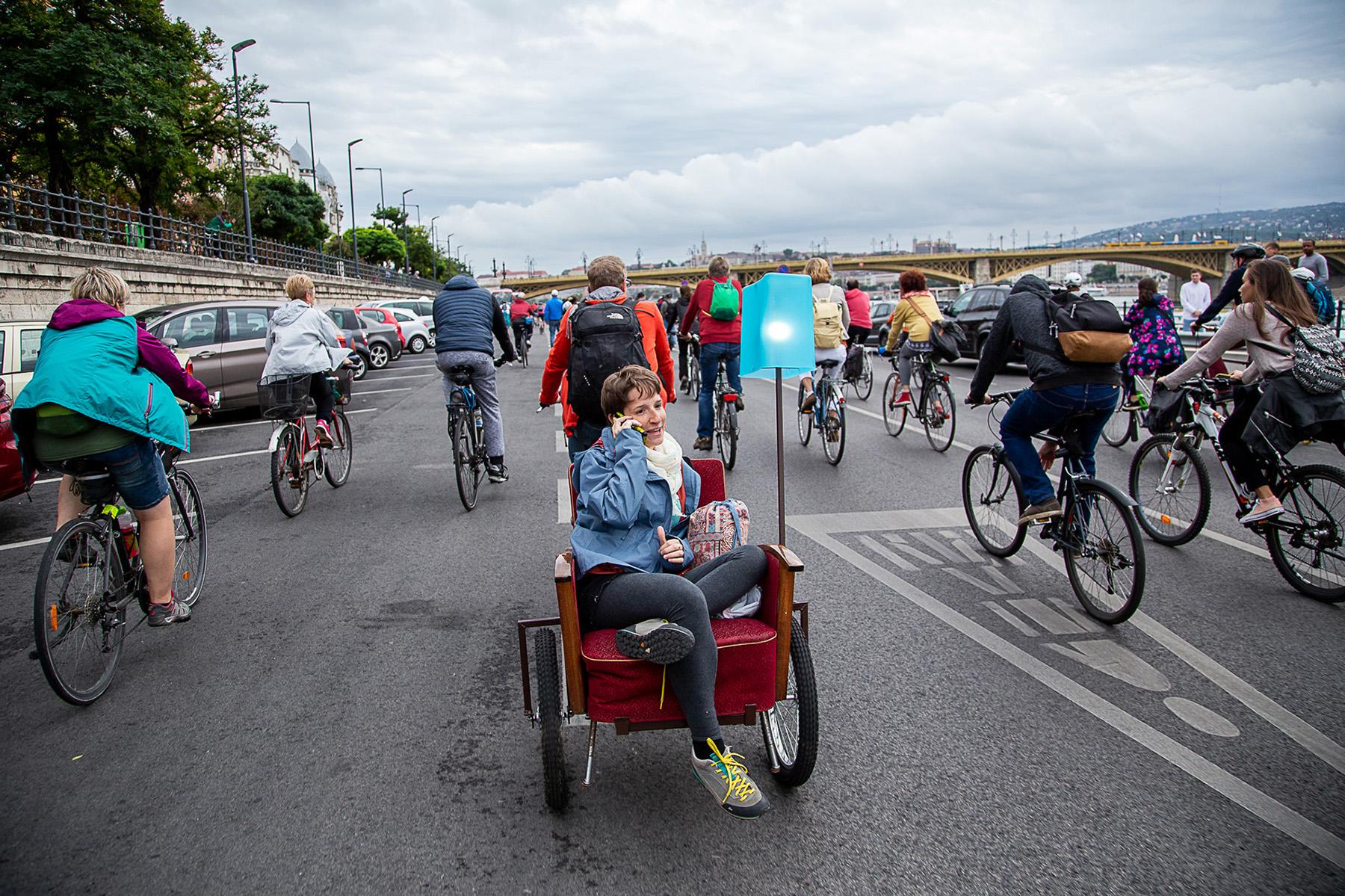 Több százan vonultunk fel a Duna-parti kerékpársávokért