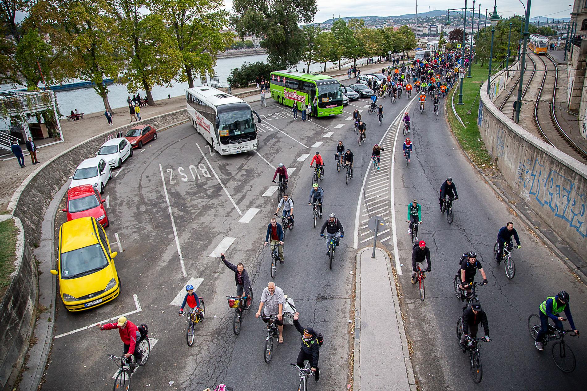 Szakmai, nemzetközi, egyetemi diskurzusokon álltunk ki a rakparti kerékpársávokért