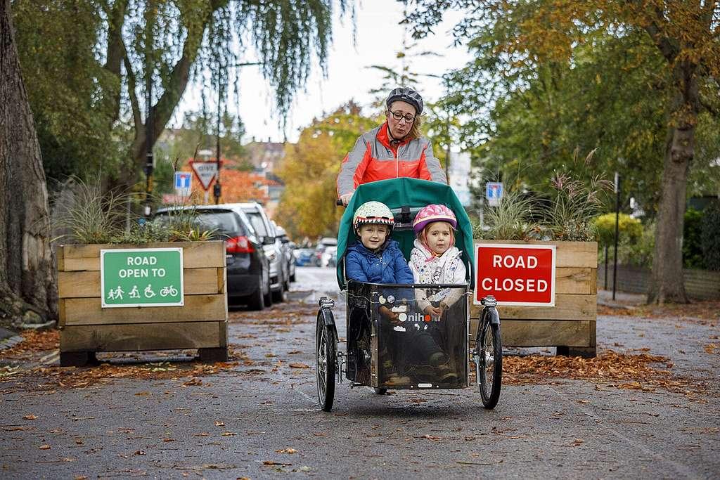 Megfelezték a személyi sérüléses közúti balesetek számát a londoni forgalomcsillapítási intézkedések