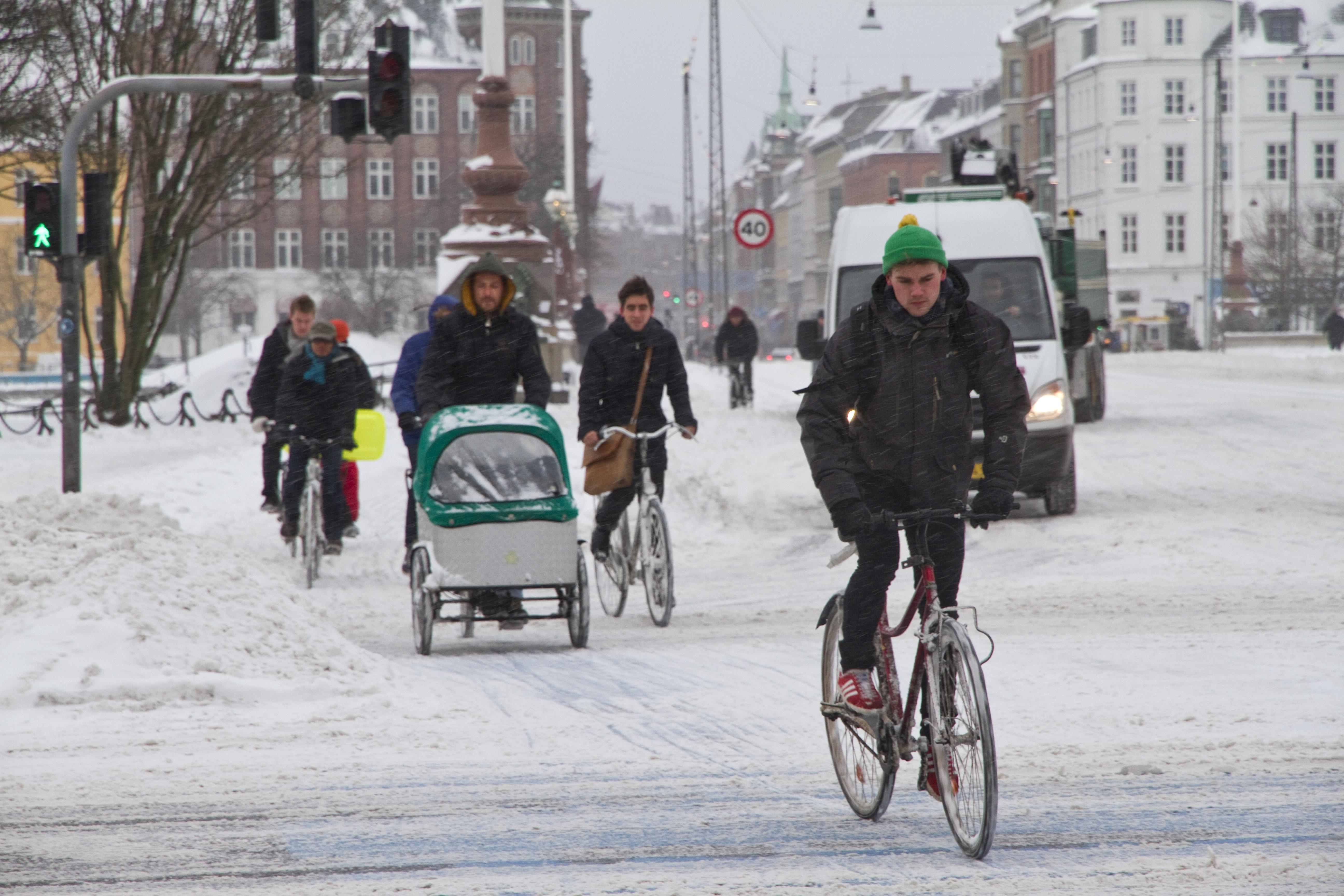 Hogyan öltözzünk és közlekedjünk kerékpárral télen?